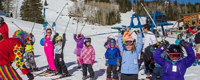 Kids group ski lesson