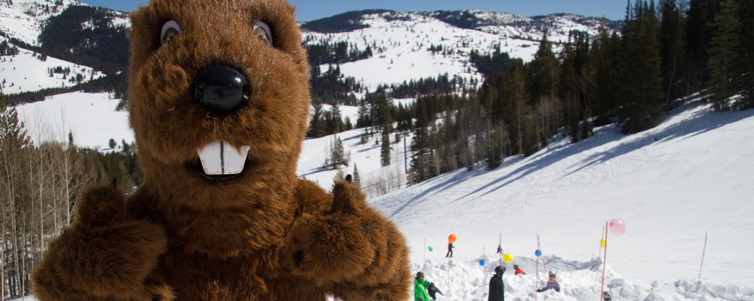 Beaver mascot at the mountain giving a thumbs up